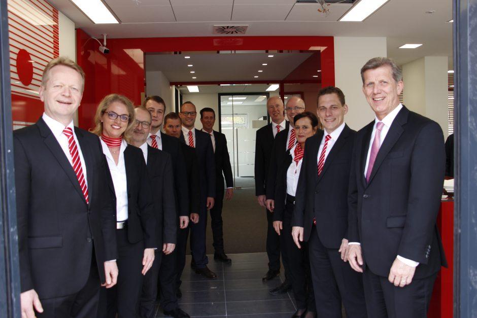 """Viele Besucher bei Eröffnung des Sparkassen-Beratungscenters """"Ostenstever"""""""