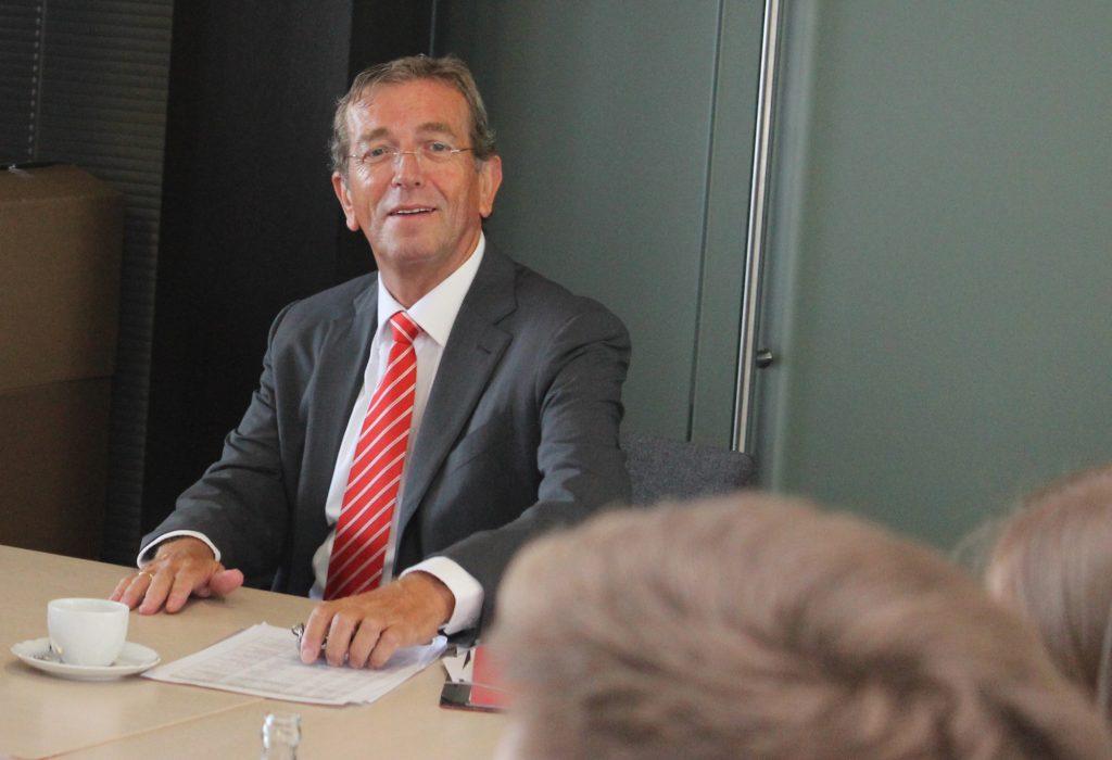 """""""Die erfahrenen Kolleginnen und Kollegen werden Sie auf diesem Weg mit ihrem Wissen unterstützen, denn gemeinsam sind wir als Sparkasse Westmünsterland allem gewachsen"""", sagt Vorstandsvorsitzender Heinrich-Georg Krumme, als er sich und die Sparkasse vorstellt."""