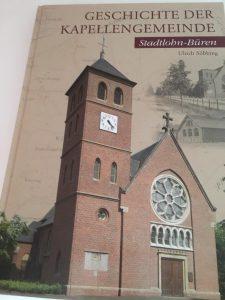 Das hochwertige Buch hat 280 Seiten. Hier wird die Geschichte der Kapellengemeinde gebündelt.