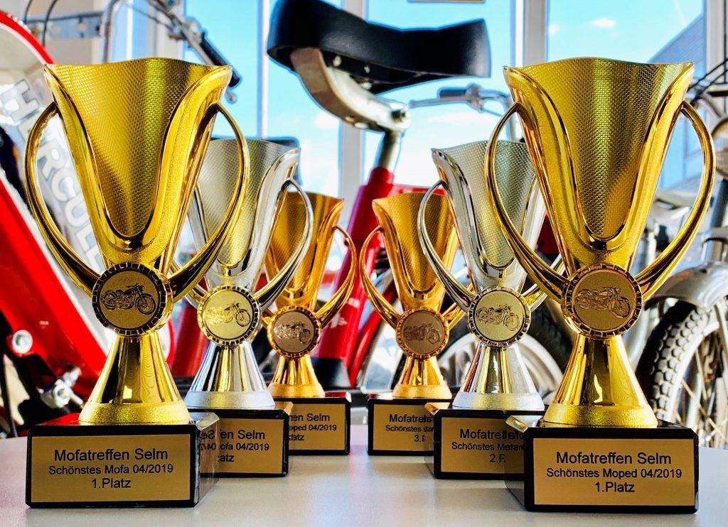 Pokale für das Mofa-Treffen. Foto: Mofastübchen