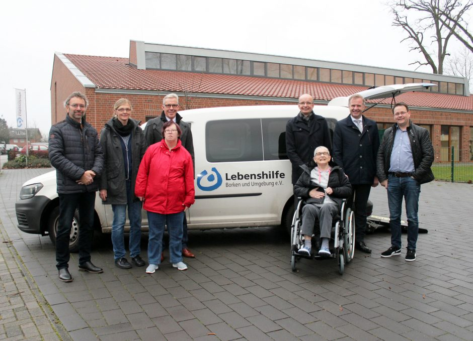 Lebenshilfe freut sich über neues Fahrzeug